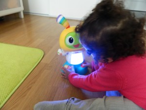 On a testé Bebo le robot de Fisher Price des 9-36 mois