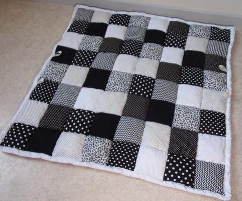 Par quoi remplacer le tapis d'éveil classique ?