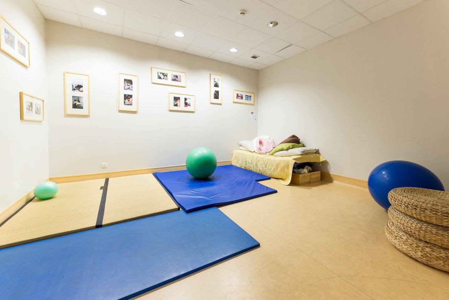 Le CALM, maison de naissance, est dans le 12ème arrondissement parisien, à la maternité des Bluets. C'est un lieu non médicalisé pour vivre la naissance.